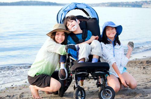 O súrodenca dieťaťa so špecifickými potrebami sa treba postarať