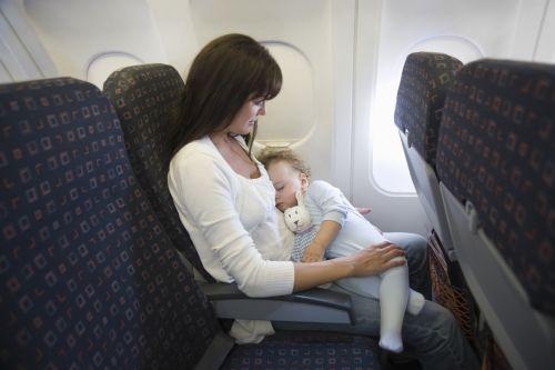 8 tipov, ako sa počas letu vysporiadať so zmenou tlaku v ušiach
