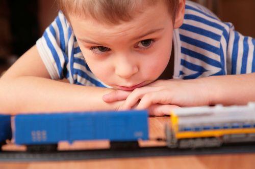Takáto komunikácia a správanie dieťaťa môžu naznačovať autizmus
