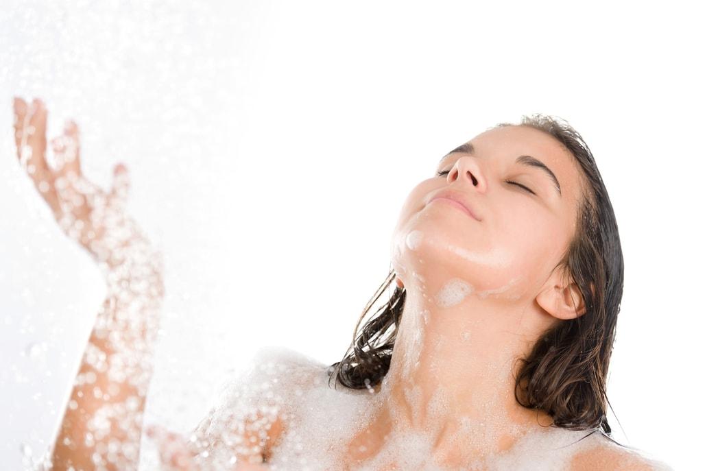 Ako často treba deťom sprchu a umyť vlasy