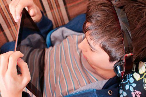 Čo znamená, keď je dieťa závislé od internetu?